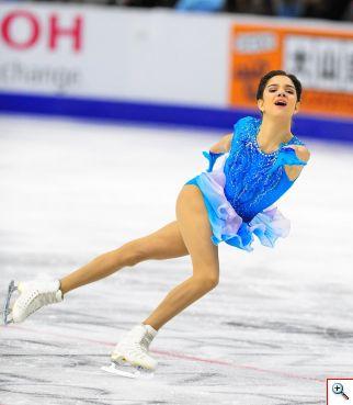 La patinadora rusa Evgenia Medvedeva quedó primera en el programa corto y lidera así la competencia en damas. Foto cortesía Skate Canada/Stephan Potopnyk