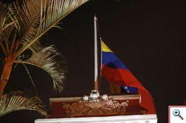 Exteriores de la embajada de Venezuela en Lima tras la muerte de Hugo Chavez. Foto cortesía ANDINA/Carlos Lezama 05/03/2013