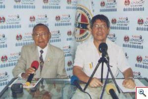 Rodolfo y Christian en radio Uchuraccay en un salón del colegio de periodistas