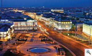 La Plaza de la Independencia cuenta con casi medio kilómetro de largo